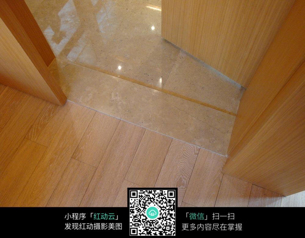 木质地板与瓷砖地板交接装修效果图