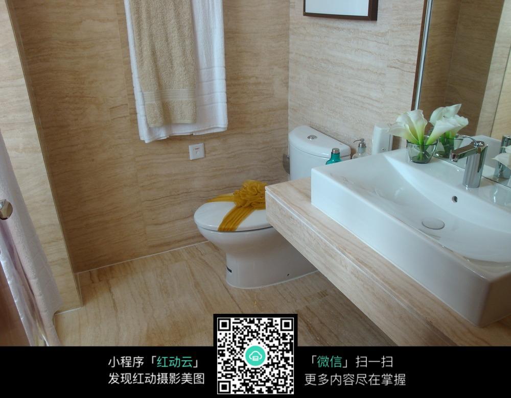 木质酒店浴室装修效果图