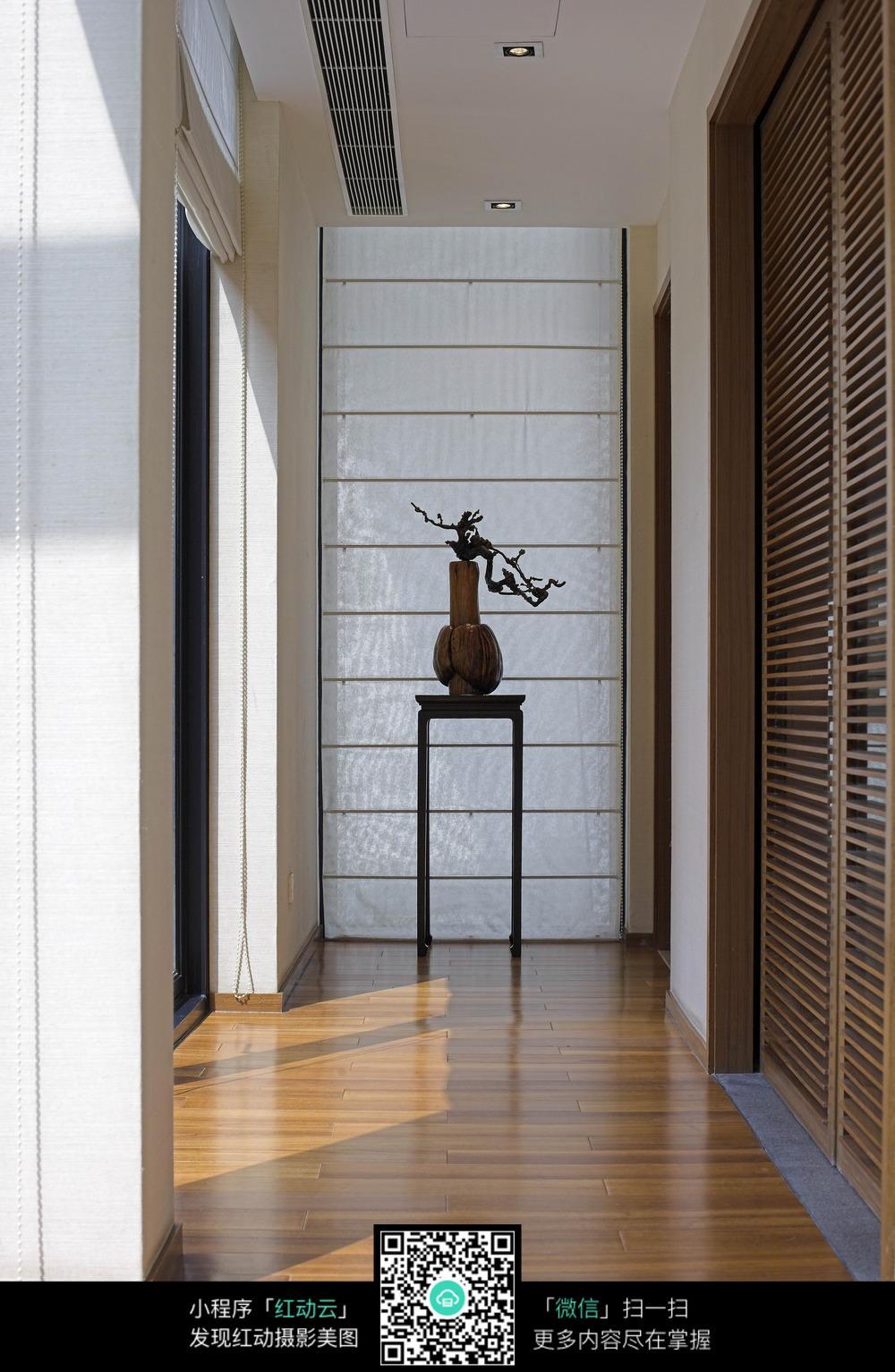 简约木板艺术走廊装修效果图