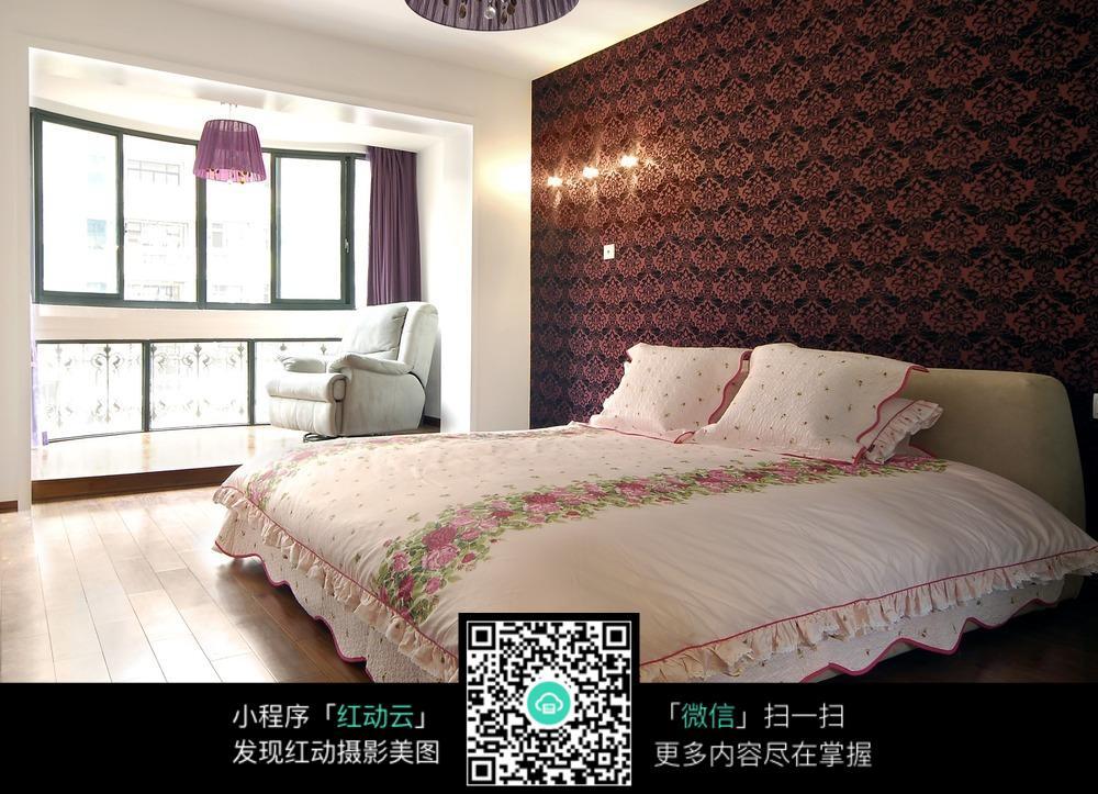 壁墙装�_花纹壁墙的卧室装修效果图