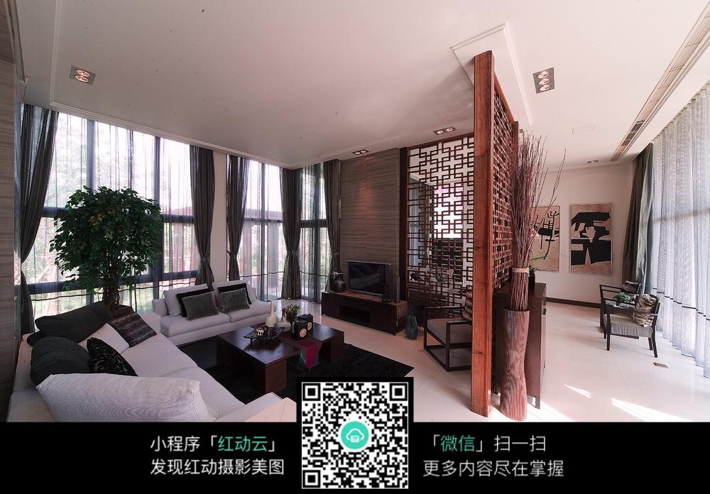 木制屏风的客厅装修效果图