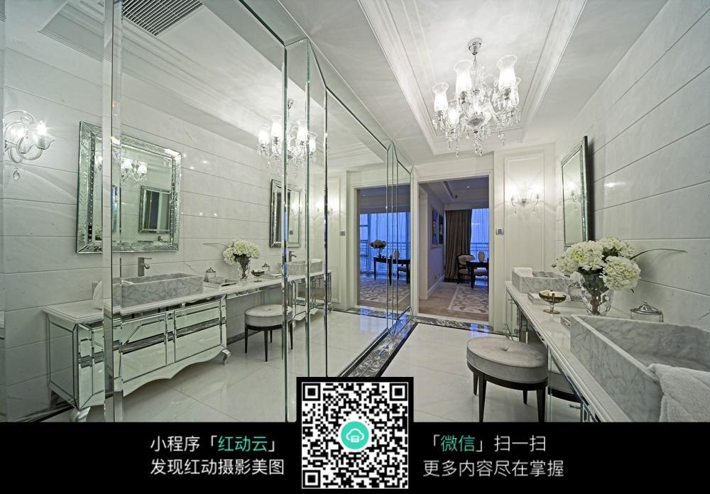 洗手间玻璃墙面装饰效果图图片