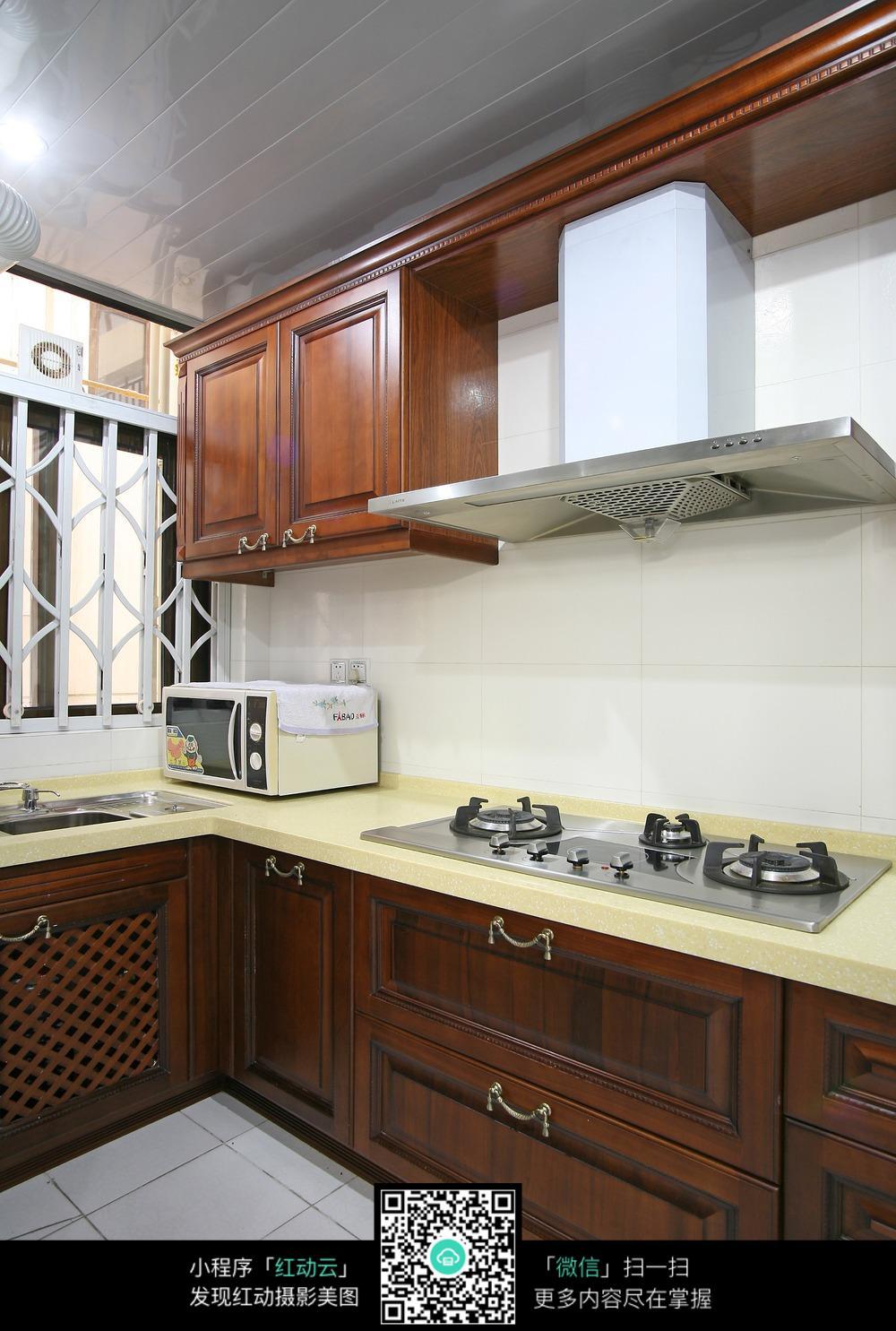 简约复古木柜厨房装修效果图图片
