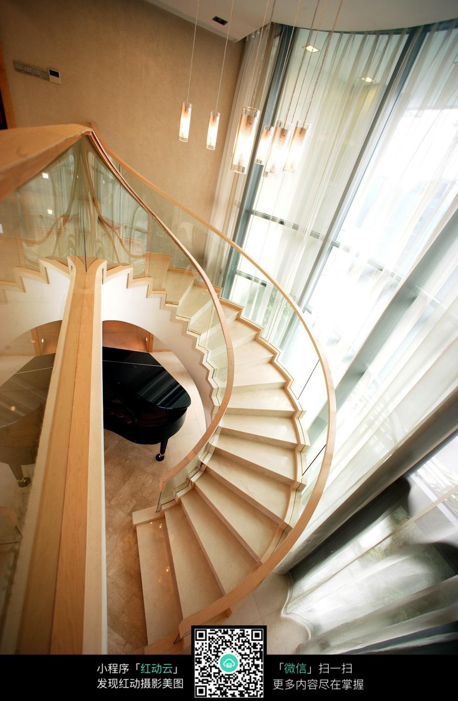 旋转奢华楼梯室内装修效果图