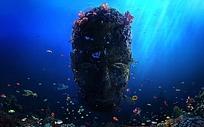 海底里的人头石雕图片