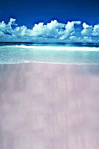 蓝天白云下海浪打过的沙滩