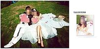 坐在草地上的新郎新娘PSD格式
