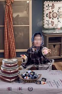 手拿蛋糕的儿童写真psd素材