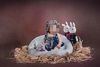 宝宝与玩具兔创意写真模板