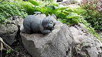石头做的猪