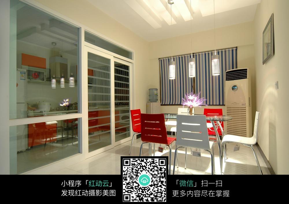 厨房玻璃隔断墙设计图片