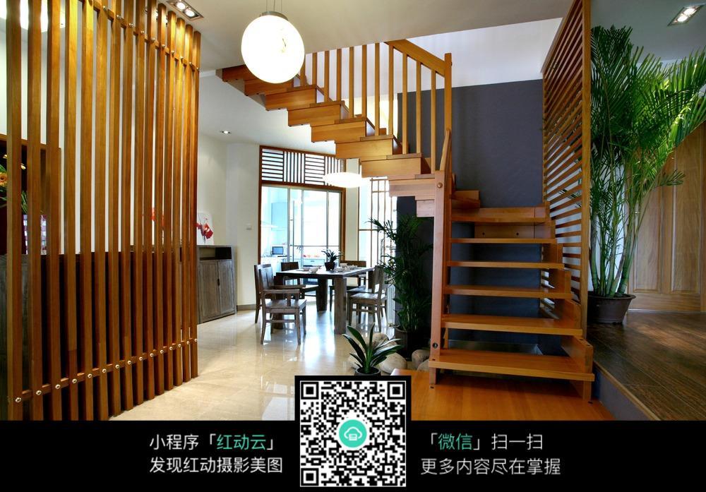 木制楼梯与简洁客厅设计_室内设计图片