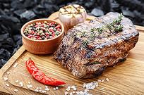 烤熟的牛肉图片
