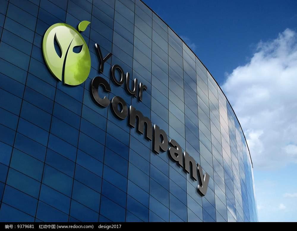 绿色圆形树苗字母造型组合logo在玻璃建筑外墙展示