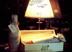 東海岸房地產紅酒包裝盒和臺燈