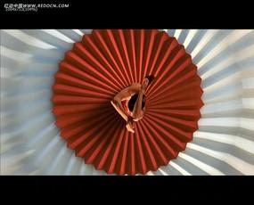 折纸背景女模特视频