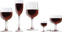盛着红酒的透明高脚杯