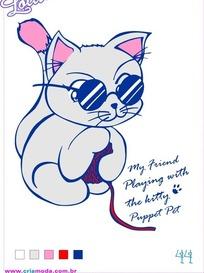 抱线团的小猫