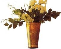 金色花瓶中的黄色花朵抠图素材