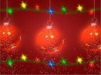 下雪的转动红色吊球和节日灯饰灯泡