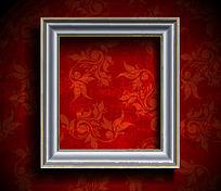 红色花纹背景墙上的欧式相框