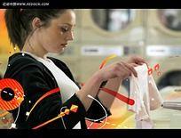 国外洗衣房美女视频