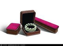 带有珍珠手镯的包装盒