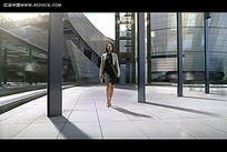 国外摩登建筑美女视频